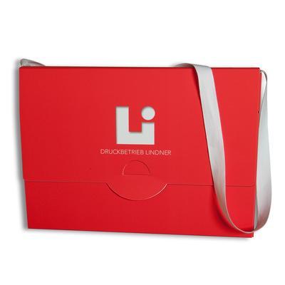Rote Boxmappe mit weißen Umhängeband